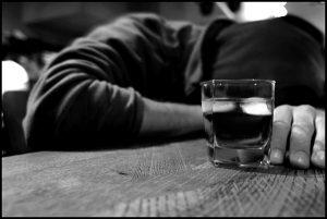 cómo detectar a alguien con problemas de alcohol